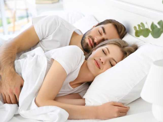 Couples-Who-Sleep-Together-are-Healthier-1-scaled